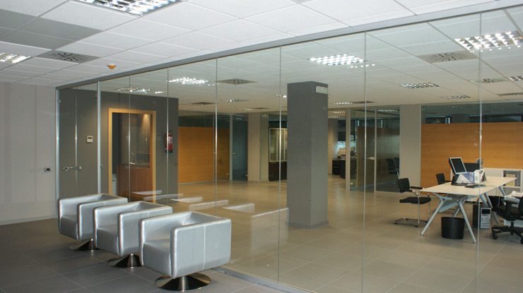 Divisiones de oficina cristal mamparas divisorias for Mamparas divisorias para oficinas