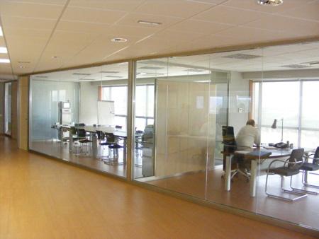 Divisiones modulares divisiones en cristal divisiones for Divisiones para oficina